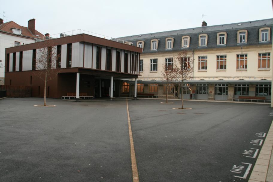 Aménagement de la cour du collège Centre au Creusot
